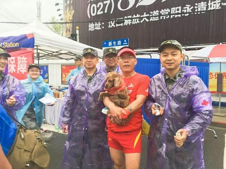 """跑友分享 再跑汉马的狗子———记""""马拉松四毛""""的第22场赛事"""
