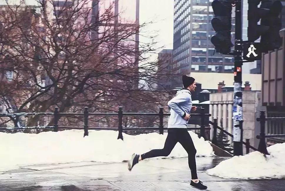 寒冷天气时,跑步热身动作全解析