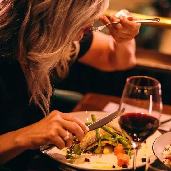 跑者们请注意:晚餐吃太晚有损心脏健康